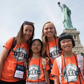 SEI students visit the Statue of Liberty